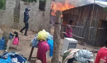 Incendio reduce a cenizas tres viviendas en Jarabacoa