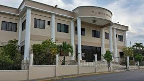 Tensión en Palacio de Justicia tras familiares intentar golpear a supuesto autor de muerte de dos personas