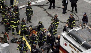Cuatro heridos al estrellarse coche contra dos comercios en Manhattan