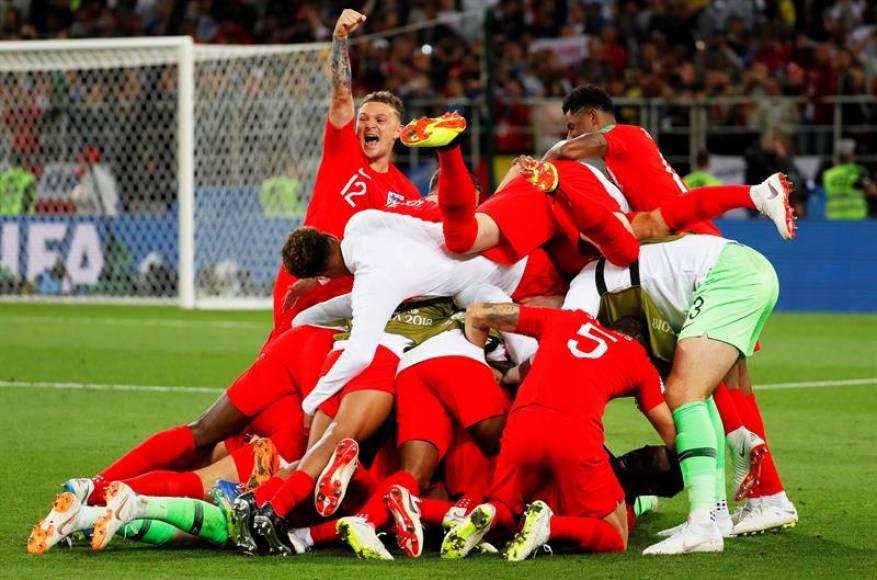 El príncipe Guillermo y May felicitan a la selección inglesa por la victoria