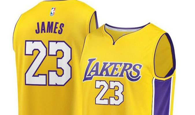 James ya lidera venta de camisetas por Internet con la nueva de Lakers