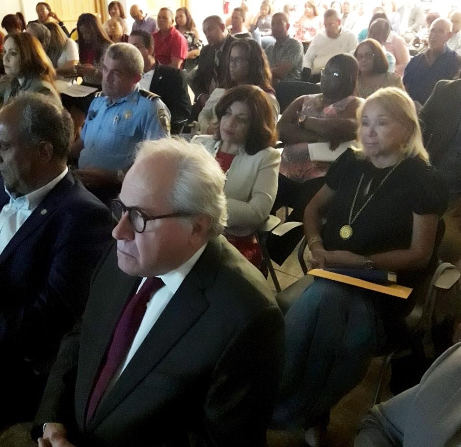 INDEX orienta dominicanos en PR sobre disposiciones migratorias de EEUU