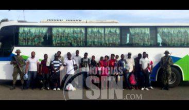 ERD detiene autobús con 18 nacionales haitianos Santiago Rodríguez