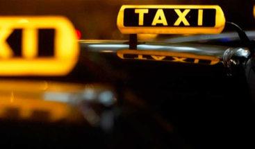 Un taxista chino encuentra al cliente que le pagó por error 100 veces más y le devuelve el dinero