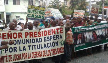 Residentes en el sector Los Tres Brazos piden justicia contra imputados por venta terrenos