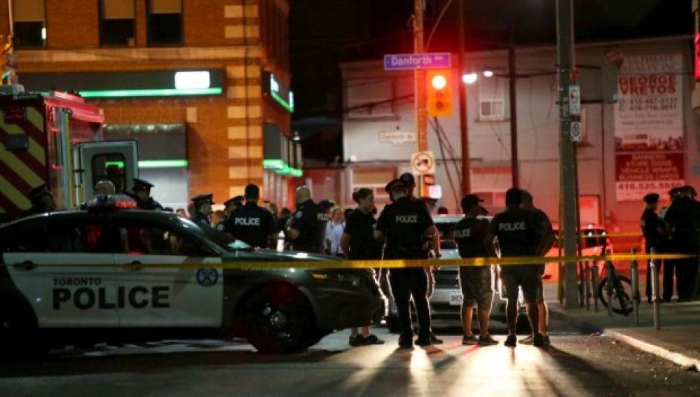Al menos 1 muerto y 13 heridos en tiroteo en zona muy concurrida de Toronto