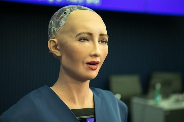 Inteligencia Artificial potencia y complementa al ser humano