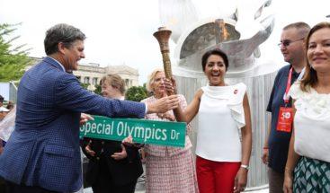 Llega al país la antorcha para Torneo Invitacional Mundial de Tenis de Olimpiadas Especiales