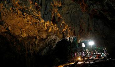 Niños atrapados en cueva tailandesa pueden correr más peligro de lo que se creía; publican nuevo video