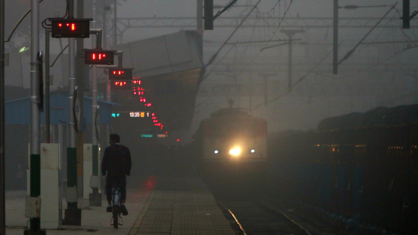 Hombre salva a 26 niñas de una presunta red de trata de personas con un tuit cuando iba en un tren
