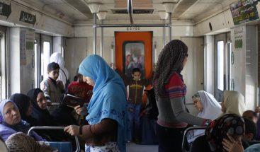 'Minicapitán': Polémica por grabación de niño al mando de un tren en Egipto