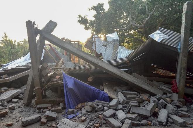 Un sismo de magnitud 6,4 deja catorce muertos y 162 heridos en Indonesia