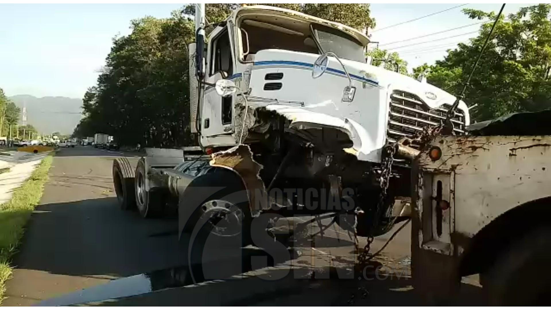 Un muerto y varios heridos en accidente de tránsito en el kilómetro 84 de la Autopista Duarte