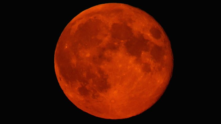 Cómo, cuándo y dónde ver la Luna roja, el eclipse más largo del siglo