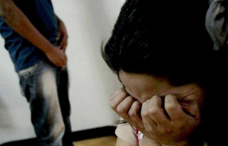 Condenan a costarricense a 36 años de prisión por violar a su hijastra