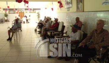 Padres en Asilo aún esperan la visita de sus hijos