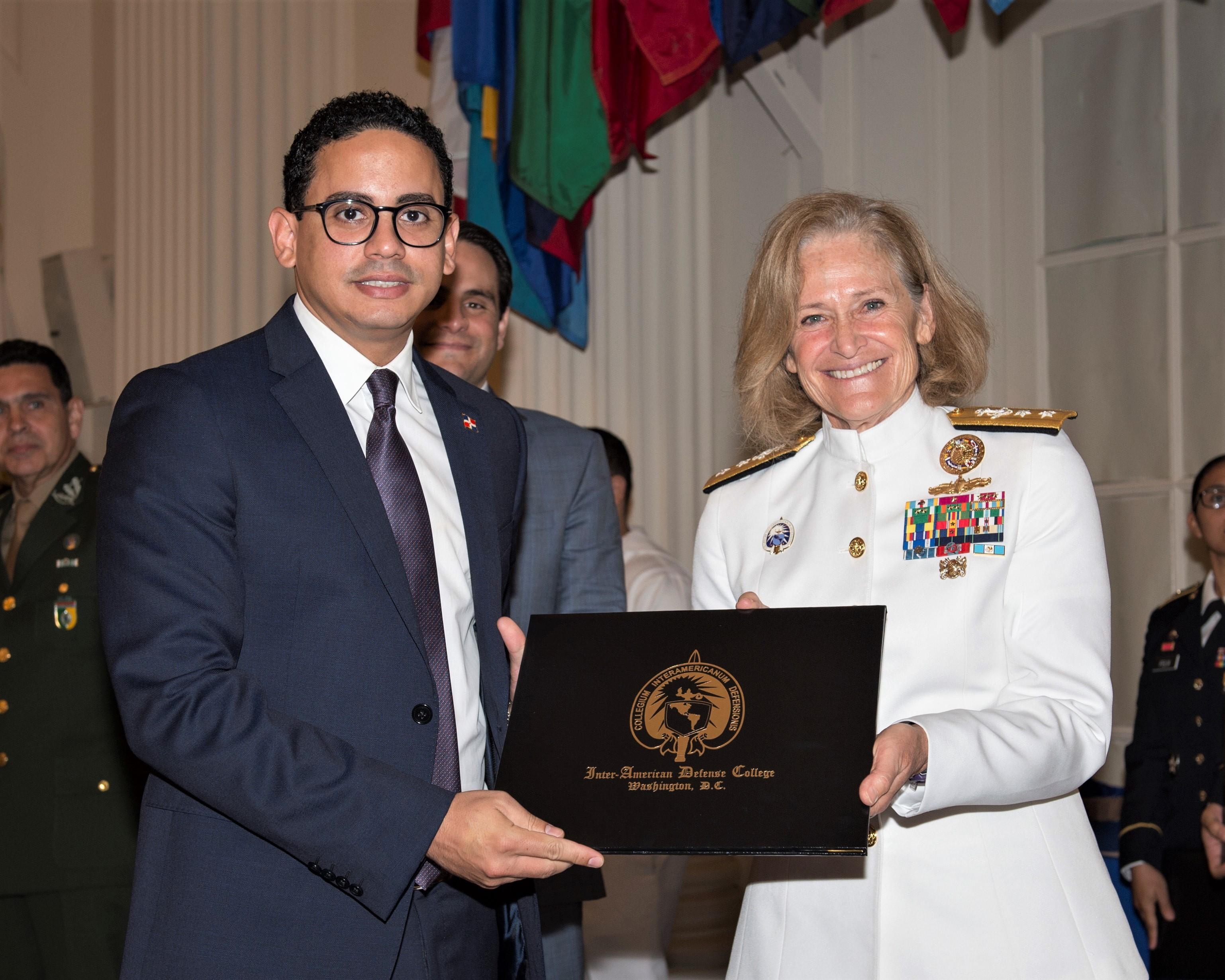 Diplomático RD logra excelencia académica en el Interamerican Defense College
