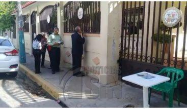 Acusan al presidente del Colegio de Notarios de cerrar instalaciones