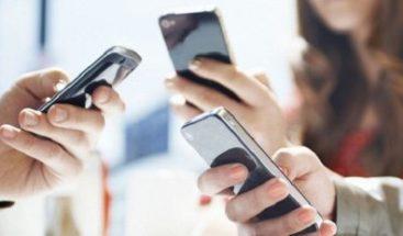 Un estudio confirma que su teléfono realmente lo está observando