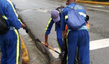 Alcaldía DN realiza operativos luego de las inundaciones provocada por onda tropical