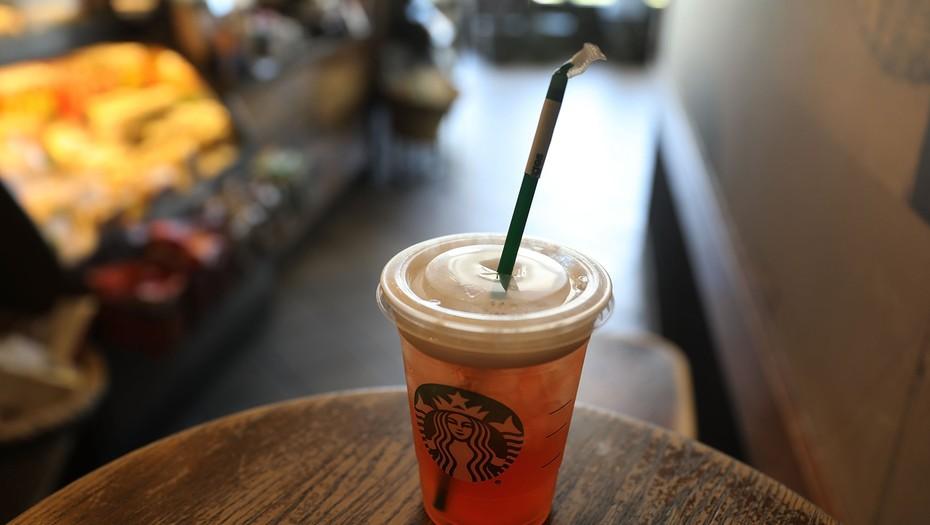 Starbucks dejará de usar pajitas de plástico en 2020 a nivel mundial