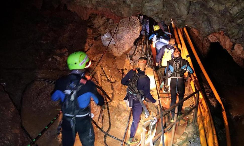 Al menos dos nuevos rescatados de la cueva de Tailandia, según medios locales