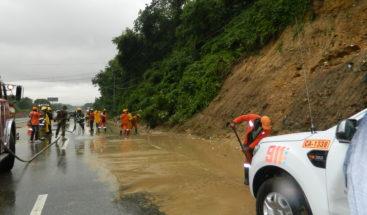 Brigadas de Obras Públicas restablecen vías afectadas por onda tropical