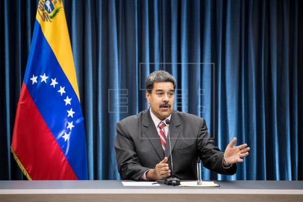 Maduro rechaza intervención a Venezuela y pide a militares no