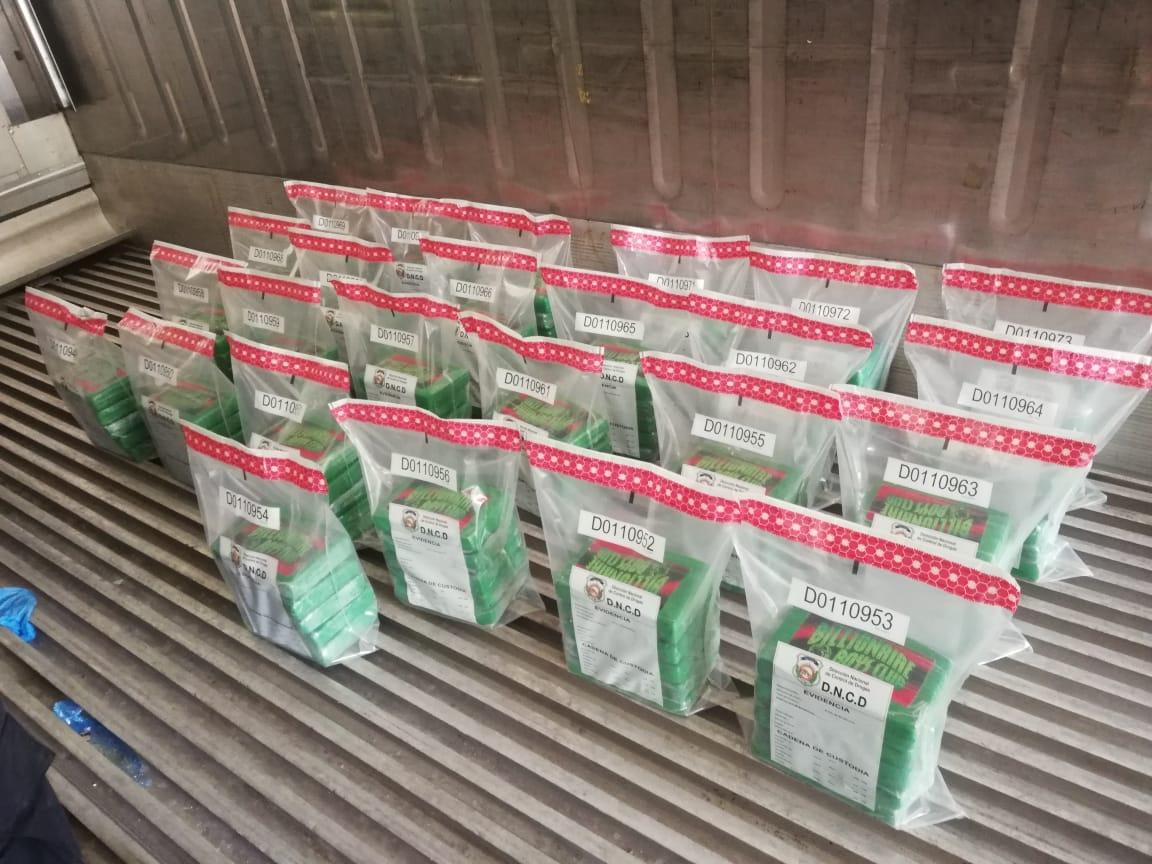 DNCD decomisa 125 paquetes presumiblemente cocaína en Montecristi