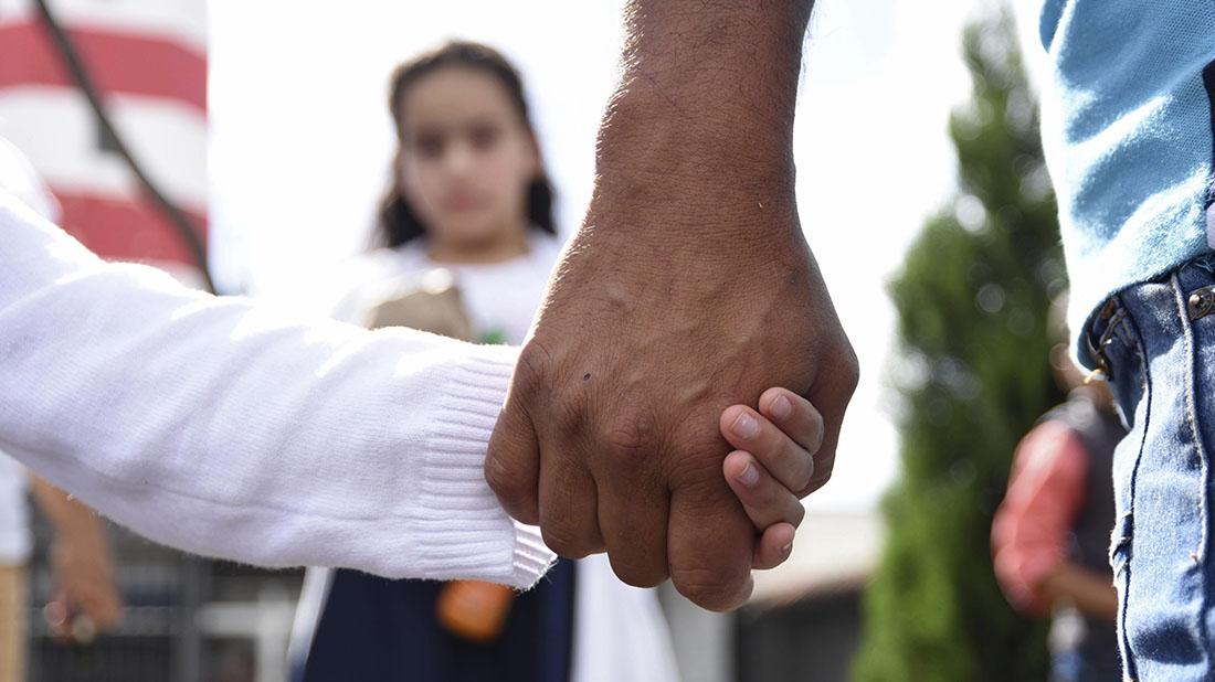 EE.UU. se compromete a dar lista de familias separadas y a iniciar reunión