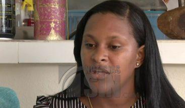 Mujer denuncia que empleada de Oficialía Bonao le entregó documentos falsos