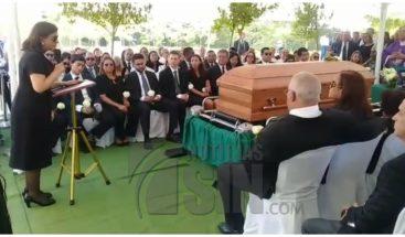 Sepultan restos del padre de la vicepresidenta Margarita Cedeño