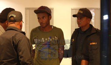 Se entregó a través de Noticias SIN joven acusado matar ex pareja a machetazos