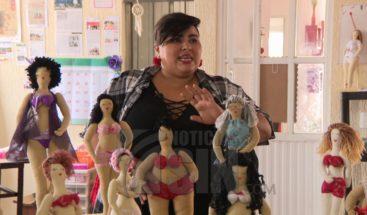 Mujer logra elevar autoestima de su hija con muñecas