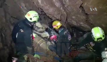 Rescatados ocho de los niños atrapados en cueva de Tailandia