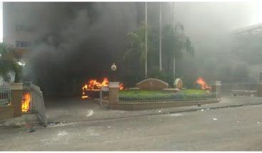 Presidente de Haití pide a la población que retome la calma tras intensas protestas
