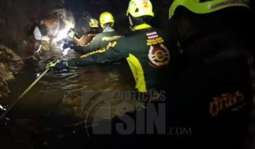 Completan rescate de 12 niños y un tutor atrapados en cueva de Tailandia