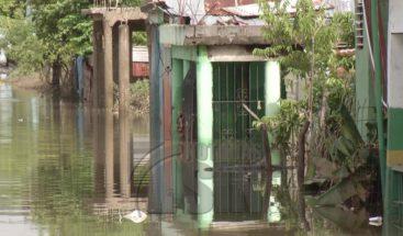 Bajo agua continúan decenas de viviendas en San Cristóbal debido a las lluvias