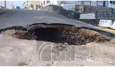Alcaldía DN y MOPC evalúan terrenos en calle Meriño donde se produjo derrumbe