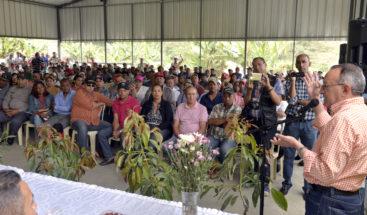 Ángel Estévez se reúne con productores de la horma en San José de Ocoa buscando soluciones