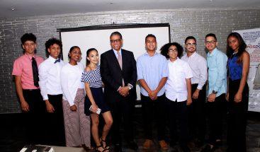 INPOSDOM agasaja estudiantes meritorios de Nueva York descendientes de padres dominicanos