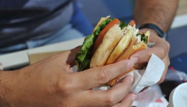Lechuga contaminada provoca en clientes de McDonald's enfermedad intestinal