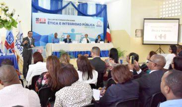 """Andrés Navarro: """"la gestión pública debe ser moral y ética para mejorar la vida de los dominicanos"""""""