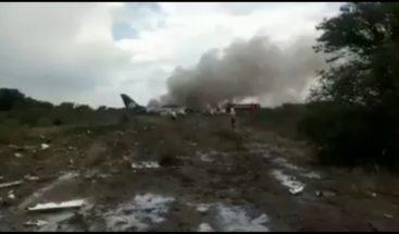 Se desploma avión a pocos minutos de despegar en México