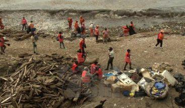 Ayuntamiento del DN afirma se ha recogido 80 por ciento de la basura en el litoral del malecón