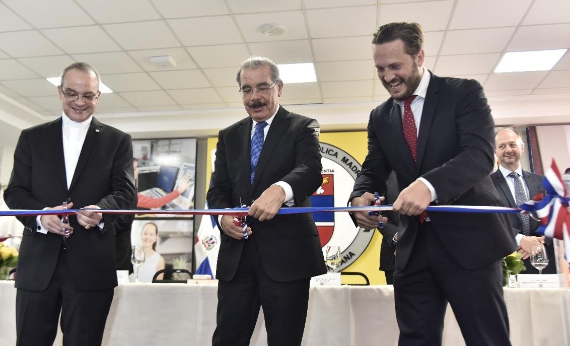 Presidente Medina encabeza inauguración nuevo edificio en la PUCMM