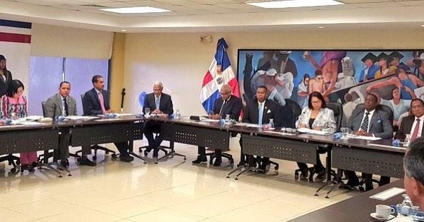 Consejo Universitario UASD congela incentivos administrativos y sobresueldos