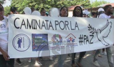 Marchan en contra de la delincuencia en el municipio Las Yaya