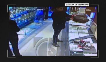 Con granada en mano asaltan joyerías y se llevan miles de dólares en Argentina