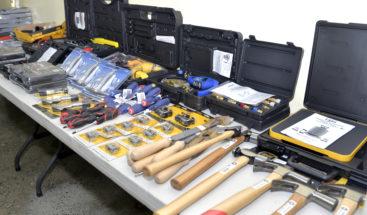 Medio Ambiente entrega equipos a 13 escuelas del país